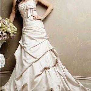 Dallas Marie Maggie Sottero wedding dress. Size 4.
